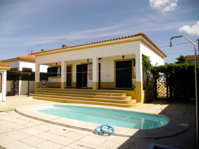 3 bedroom villa with pool and garage, in Franklin, for sale