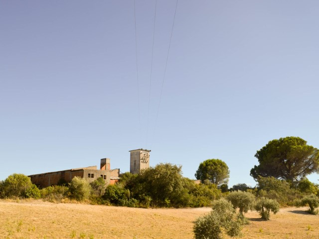 Farm with Various pavilions and 2 Ruins, less than 1:00 of Lisbon and the beach, for sale