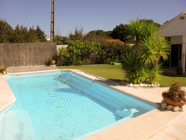 House 5 bedrooms with pool and garage, less than 1:00 of Lisbon and the beach, for sale