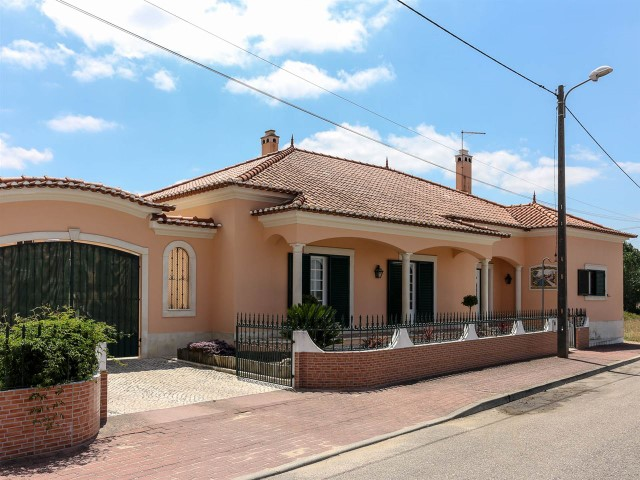 Excellent 5 Villa Rooms for sale
