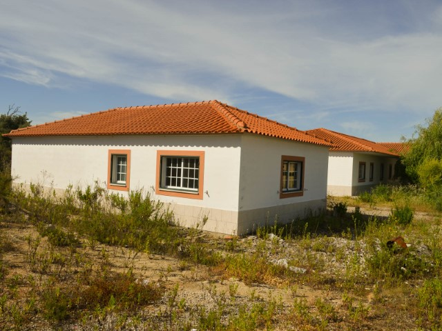 House 5 bedrooms and Land, Property of the Bank less than 1 hour from Lisbon, for sale