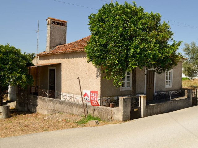 Farm with 3 bedroom villa, near Santarém, for sale