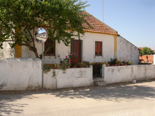 House 2 bedrooms with land Along the Alcanede
