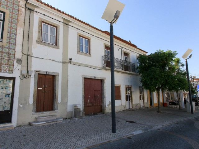 2-storey building For Commerce and housing, in Chamusca, for sale