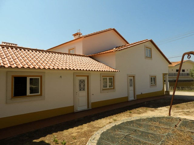 House 3 bedrooms and 33,470 m2 of land, near Santarém, for sale