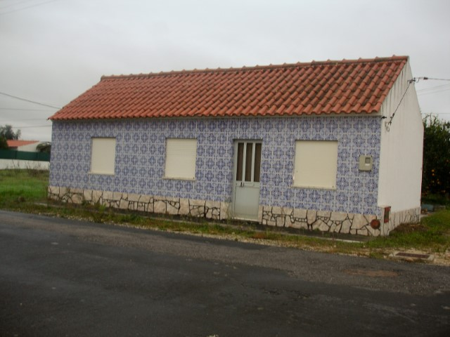 House 2 bedrooms, Annexe, Garage, Ground, Well, Centre of the village, for sale