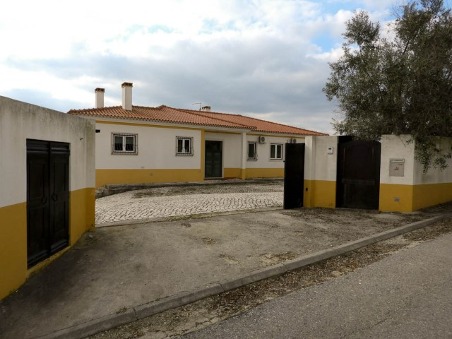 Country Home 4 Bedrooms › Romeira e Várzea