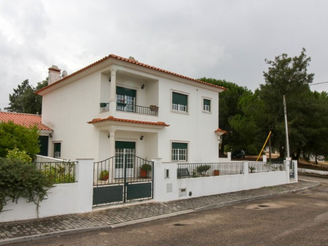 House 4 bedrooms detached villa with Garage, in Chamusca, for sale