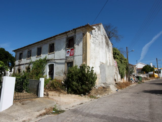 2-storey house to rebuild, in Vila Nova da Barquinha, for sale