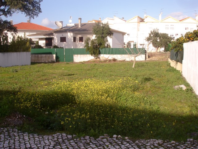 Lot with possibility of building detached villa of 2 floors, close to the Centre, for sale