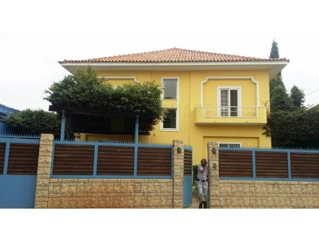 Guest House with 12 for rent in Ingombota, Luanda - Square