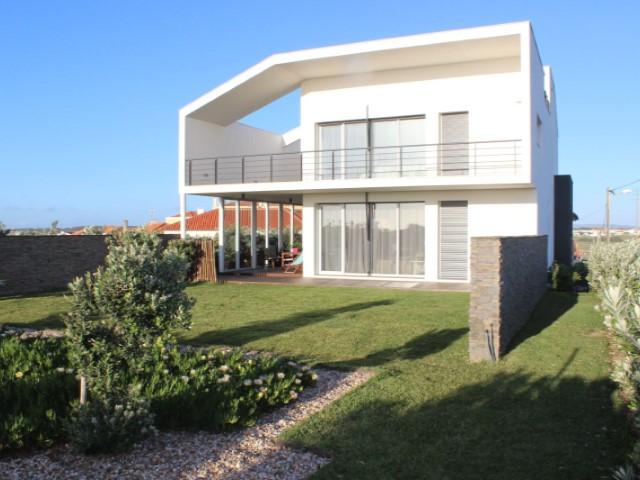 House 4 Bedrooms › Silveira