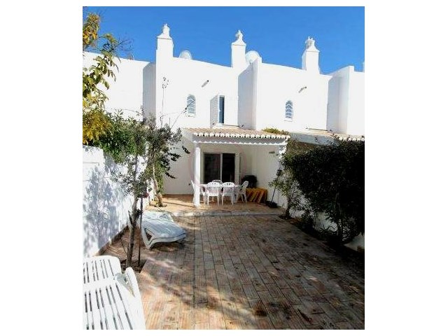 Villa 800m from the beach, excellent location and well kept | 2 Bedrooms | 2WC