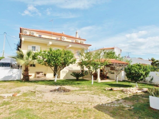 Large 3 storey villa with several outbuildings in Almancil | 5 Bedrooms + 3 Interior Bedrooms | 2WC