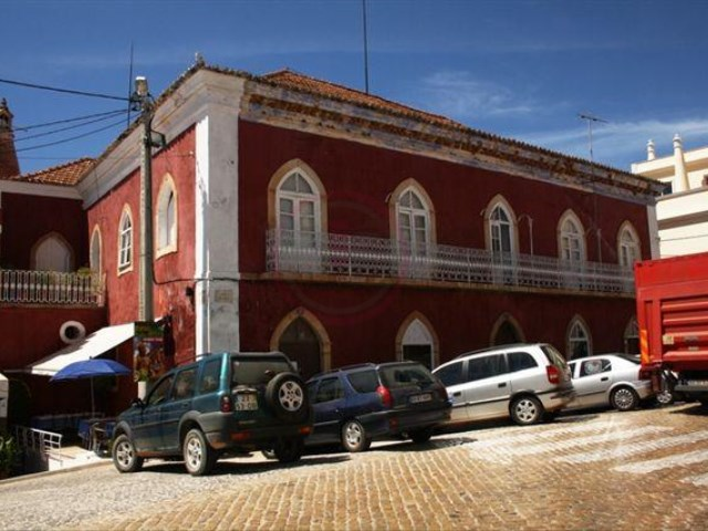 Historic property in Alcantarilha to convert into hotel | 23 Bedrooms | 2WC