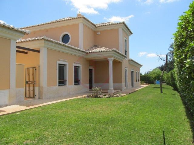 Traditional luxury villa with 3+1 bedrooms, in Almancil, close to the beach | 3 Bedrooms + 1 Interior Bedroom | 4WC