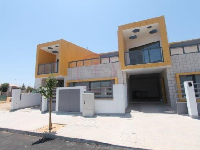 Modern townhouses in the final stage of construction | 3 Bedrooms | 3WC