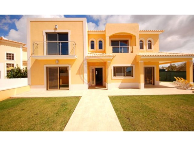 Ref: v1221KP | 4 Bedrooms | 4WC