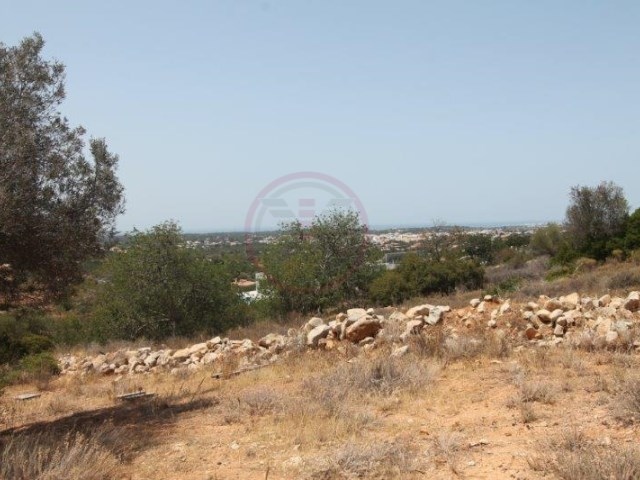 Plot of land for construction with sea view near Almancil |