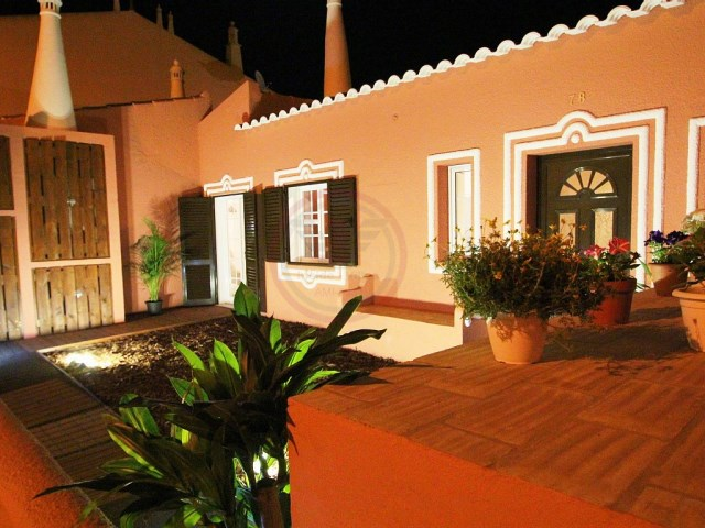 Bed and Breakfast composto de momento por 2 moradias | T5+1 | 8WC