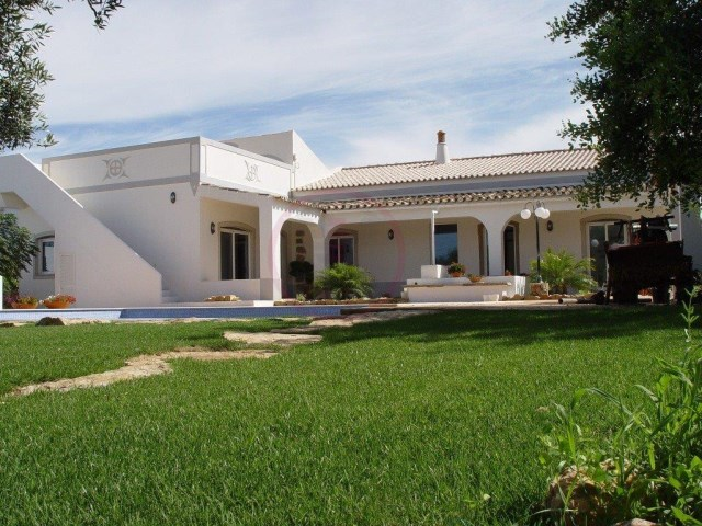 Tastefully renovated villa, 4 bedrooms and high quality | 4 Bedrooms | 4WC