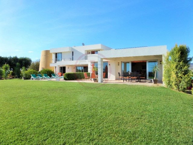 Unique property consisting of 2 independent houses with sea view | 4 Bedrooms | 5WC
