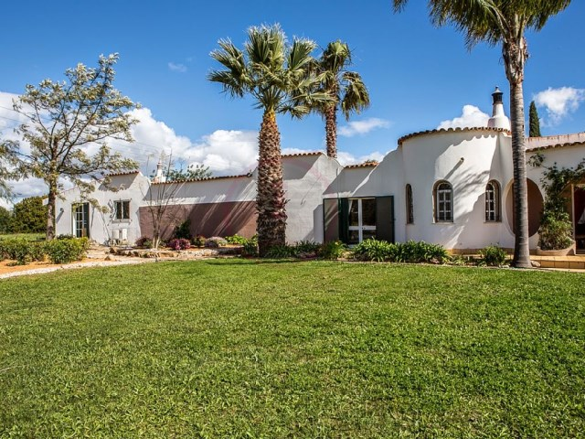 Fantastic farm consisting of main house and 2 annexes | 3 Bedrooms + 3 Interior Bedrooms | 4WC