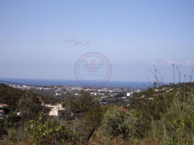 Land for construction with sea views, just minutes from the amenities |