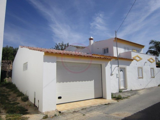 Semi detached villa recently renewed, almost brand new | 3 Bedrooms | 2WC