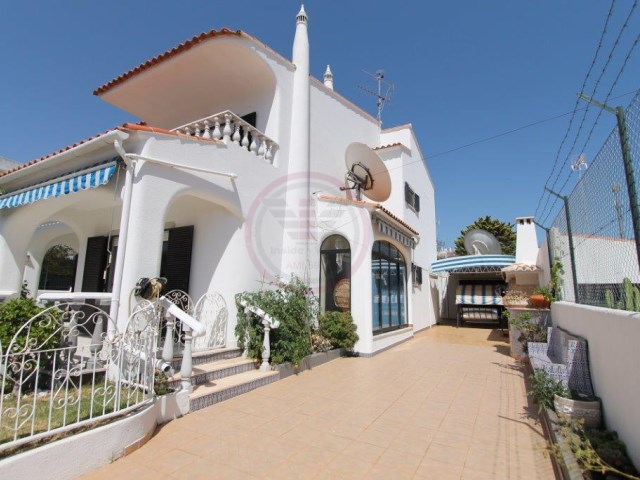 Villa with 5 bedrooms and swimming pool in Albufeira | 5 Bedrooms + 1 Interior Bedroom | 4WC