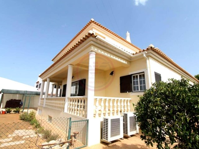Private villa with 4 bedrooms and garage | 4 Bedrooms | 3WC