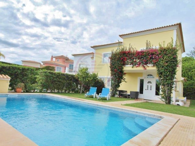 Moradia entre Quinta do Lago e Vale do Lobo com 4 quartos e piscina | T4 | 4WC