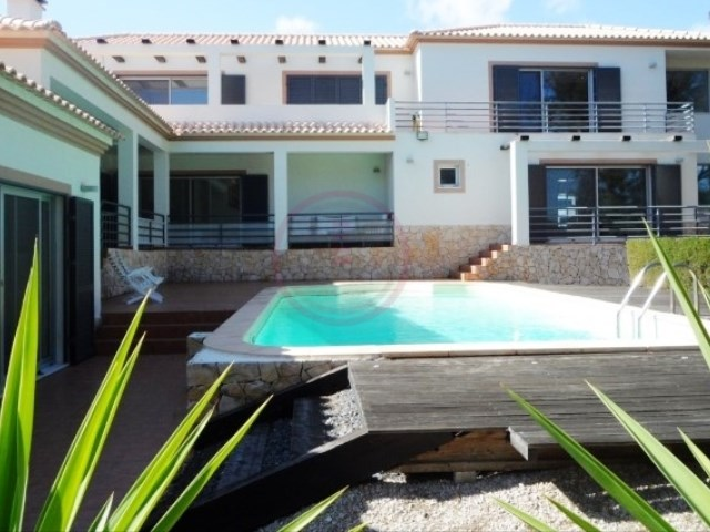 Luxury villa with swimming pool, heating and garage for 2 cars | 4 Bedrooms + 1 Interior Bedroom | 3WC