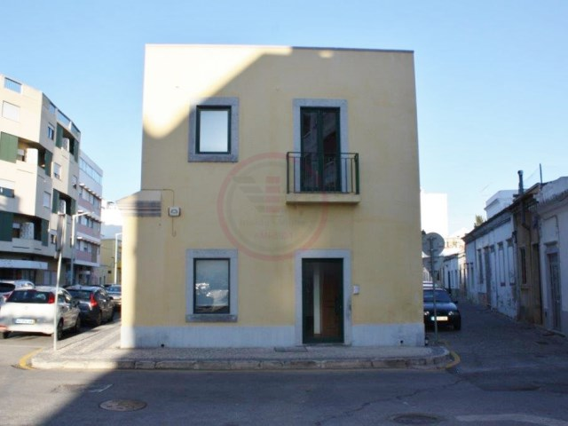 Commercial space for sale in the centre of Faro with 2 floors |