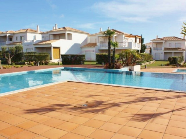 Luxury villas with 3 + 1 bedrooms in Vilamoura | 3 Bedrooms + 1 Interior Bedroom | 4WC