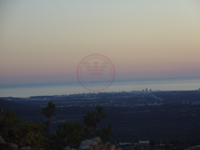 Plot of land with sea view and ruin |