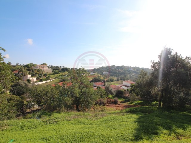 Land for construction of Villa with pool in Almancil |