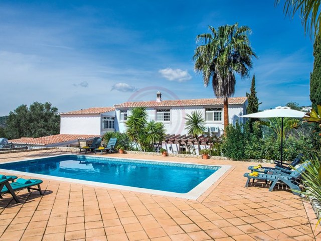4-bedroom Quinta with pool and tennis court, near Loulé | 4 Bedrooms | 3WC
