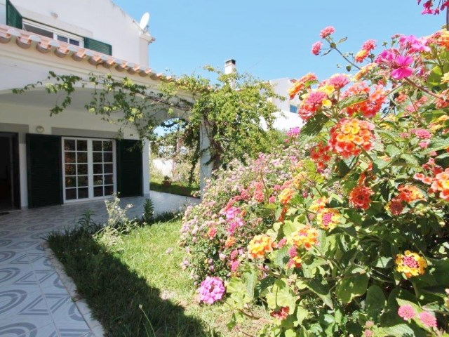 Semi-detached villa in Altura only 50 meters from the beach | 3 Bedrooms | 4WC