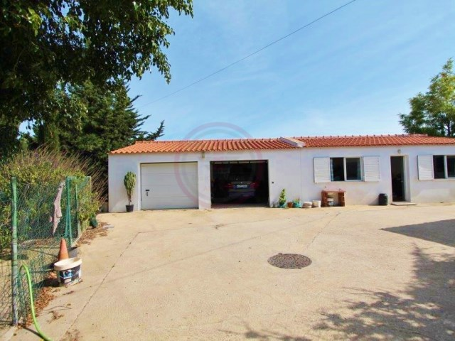 Villa with sea view near Olhão and with habitable annex | 2 Bedrooms + 1 Interior Bedroom | 2WC