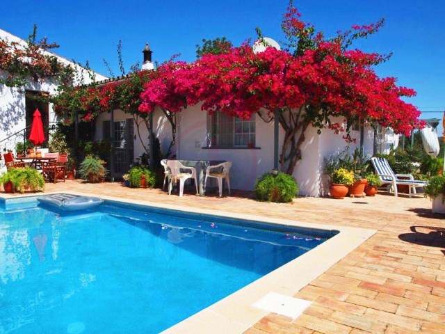 Lovely villa with 2 bedrooms and communal pool in São Brás de Alportel | 2 Bedrooms | 2WC