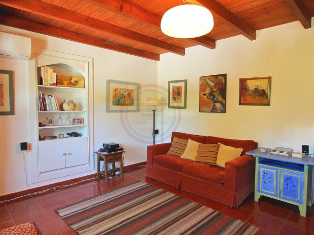 Beautiful farmhouse with 4 bedrooms in Santa Bárbara de Nexe | 4 Bedrooms | 2WC