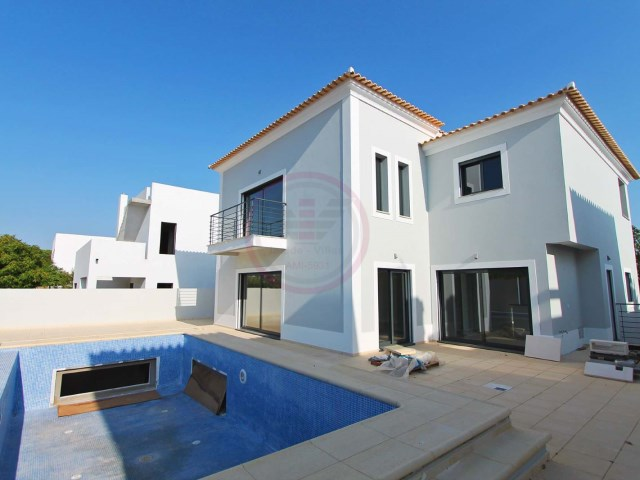 Contemporary villa under construction with 4 bedrooms in Fonte Santa, 3km from the beach | 4 Bedrooms | 4WC