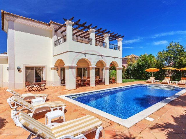 Luxury villa with 3 bedrooms, a few meters from the Quinta do Lago | 3 Bedrooms | 4WC