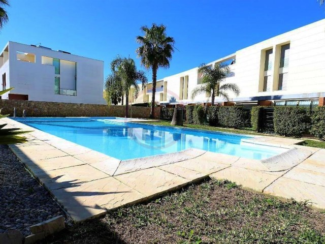 Modern townhouse with 3 bedrooms, with shared pool | 3 Bedrooms | 4WC