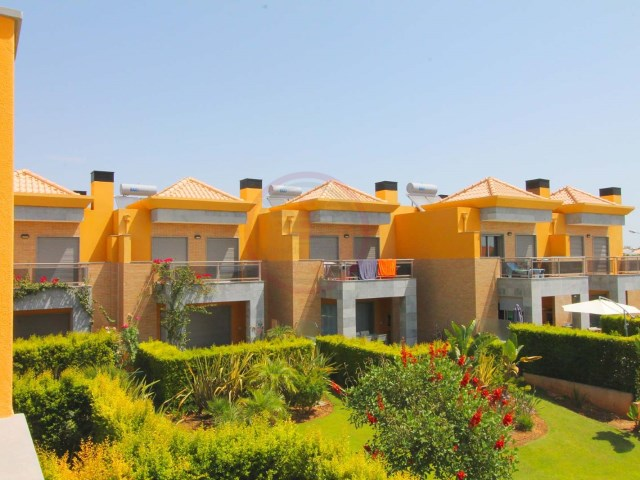 Modern townhouse with 3 bedroom in condo with pool | 3 Bedrooms | 3WC