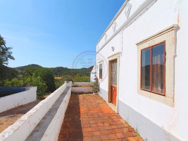 Farmhouse with 3 bedrooms to renew and with a large plot | 3 Bedrooms | 1WC