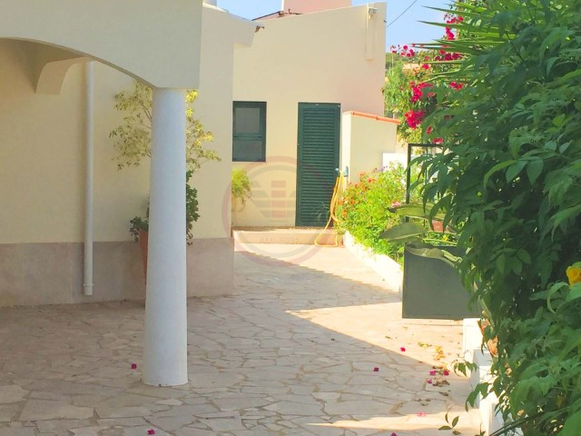 Villa with 4+1 bedrooms, just 2 km from the beach | 4 Bedrooms + 1 Interior Bedroom | 3WC