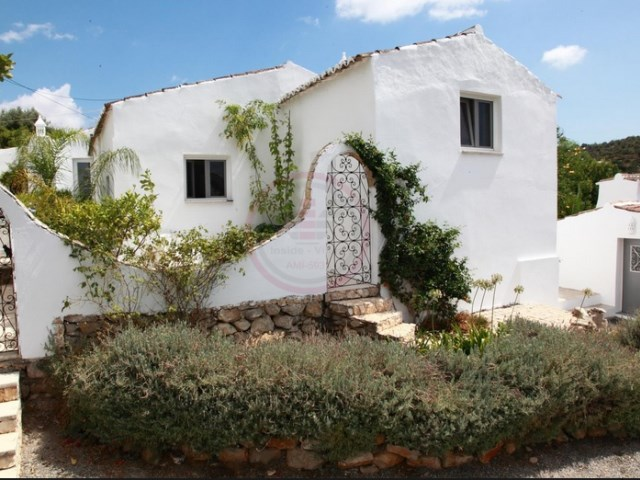 Beautiful renovated farmhouse with 4 bedrooms and beautiful views | 4 Bedrooms | 3WC