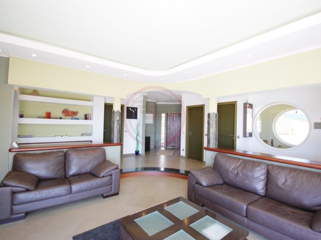 Detached single storey with sea view and swimming pool | 4 Bedrooms + 1 Interior Bedroom | 4WC